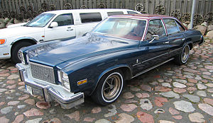 Buick Regal - 1976 Buick Regal sedan (front view)
