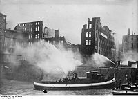 Bundesarchiv Bild 102-08945, Duisburg, Brand im Hafen.jpg