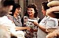 Bundesarchiv Bild 183-1984-0620-003 VEB Erstlings- und Kinderbekleidungswerk Oschatz Beste Fixiererin-Colorized.jpg