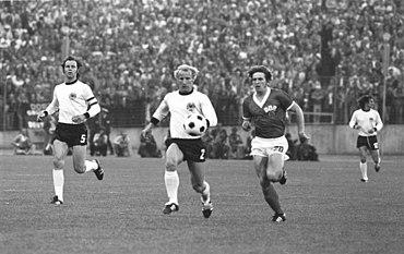 7988059360283 A partida entre as duas Alemanhas na Copa do Mundo de 1974. Na época