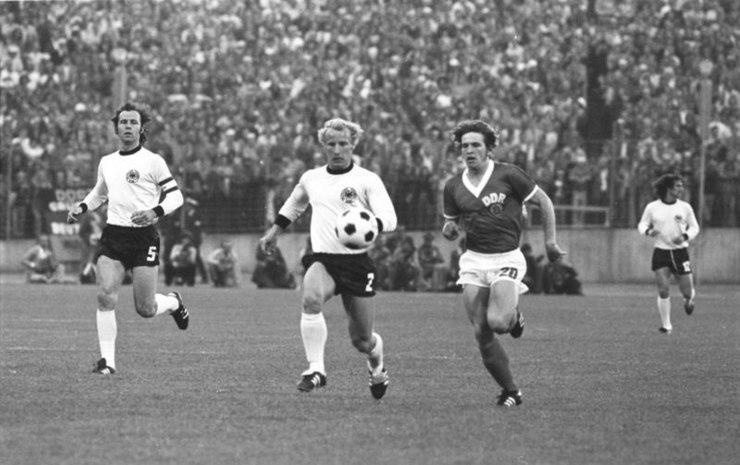2316f894de A partida entre as duas Alemanhas na Copa do Mundo de 1974. Na época