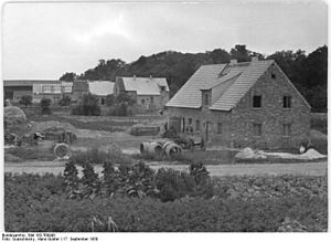 Breitenfeld, Leipzig - Reconstruction of destroyed farms and houses, 1950. Photo by Hans-Gunter Quarschinsky, 1950