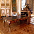 Bureau-oeben-chateauchantilly.jpg