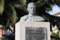 Busto de Luís Alviz situado enfrente de la plaza de toros de Cáceres.png