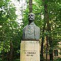 Bustul lui Ion Luca Caragiale din Parcul Copou, Iaşi.jpg