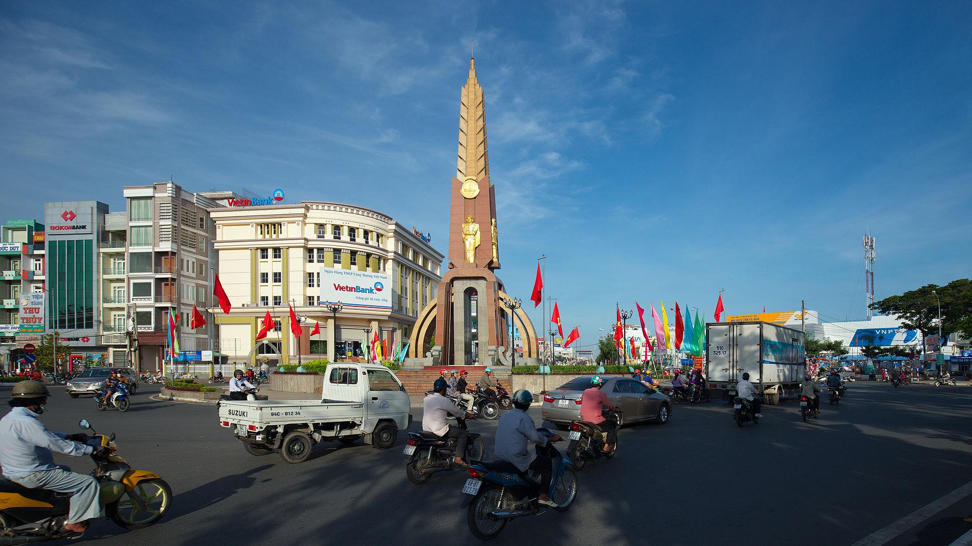 Tượng đài trung tâm TP Cà Mau. Ảnh Wikipedia