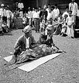 COLLECTIE TROPENMUSEUM Dansers te Kesambe Benkoelen Zuid-Sumatra TMnr 10004599.jpg
