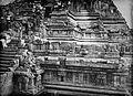 COLLECTIE TROPENMUSEUM Fotograaf Kassian Céphas bij de aan Shiva gewijde tempel op de Candi Lara Jonggrang oftewel het Prambanan tempelcomplex TMnr 10030040.jpg
