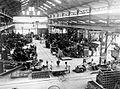 COLLECTIE TROPENMUSEUM Industrieel herstel van Bandung Java de machinefabriek 'Tjin Hin' TMnr 10001428.jpg