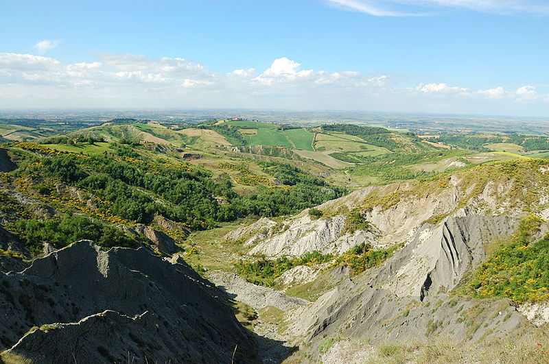 File:Calanchi valle del Sillaro.jpg