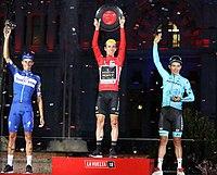 Carmena entrega los premios a dos de los triunfadores de La Vuelta 02.jpg