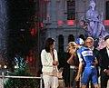 Carmena entrega los premios a dos de los triunfadores de La Vuelta 03.jpg