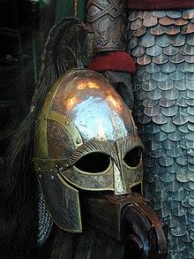 L'elmo dei della Guardia Reale Rohirrim, nell'adattamento cinematografico di Peter Jackson