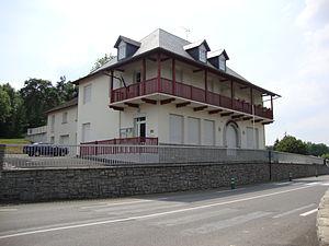 Charritte-de-Bas - The town hall of Charitte de-Bas