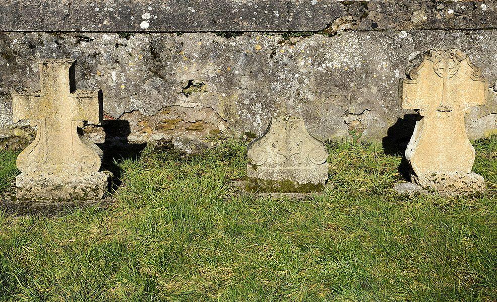 Ancien cimetière à Villers-Bettnach, commune de Saint-Hubert.