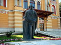 Cluj-Napoca-Opera Română-statuia Lucian Blaga-DSC00767.JPG