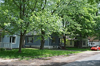 LeClaire Historic District - Holyoake Road