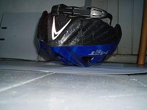 English: Damaged helmet. Result after a 50 km/...