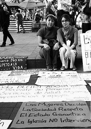 Feminism in Mexico - Women campaigning for the decriminalisation of abortion in 2011