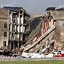 Část Pentagonu zuhelnatěla a zřítila se, čímž se odhalil interiér budovy