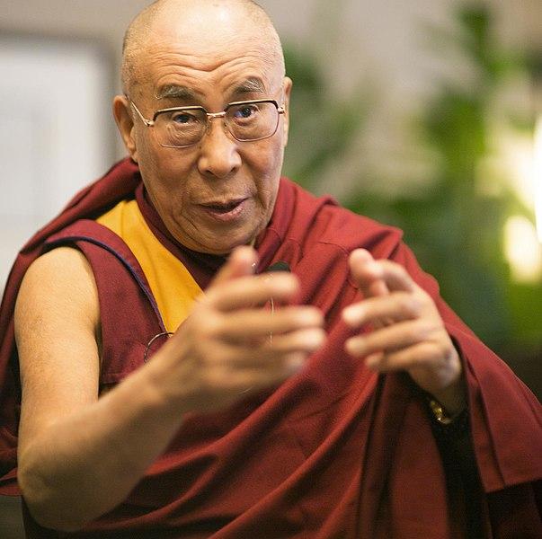 Bestand:Dalai Lama (14481761838).jpg
