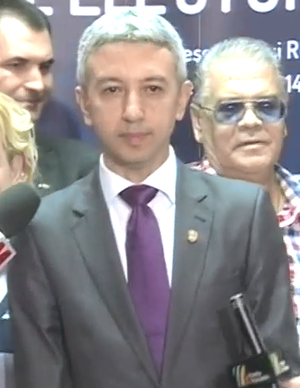 Dan Diaconescu - Image: Dan Diaconescu la BEC depune candidatura la presedintie 22.09.2014