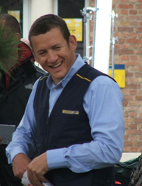 File:Dany Boon Postier-coupé.jpg