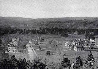 Geisel School of Medicine - Mary Hitchcock Memorial Hospital (right), circa 1915.