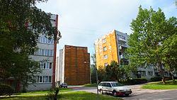 Daudzdzīvokļu mājas Saulkalnē.jpg