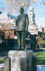 http://upload.wikimedia.org/wikipedia/commons/thumb/7/7a/De_Gaulle_Qu%C3%A9bec_1997.jpg/150px-De_Gaulle_Qu%C3%A9bec_1997.jpg