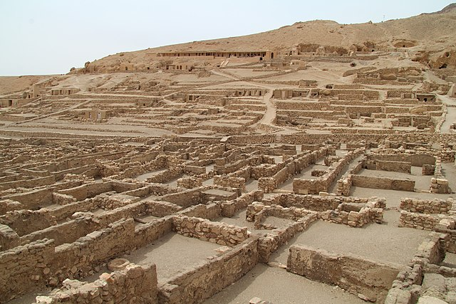 Agrabah-looking town of Al Deerah. Source: Wikimedia