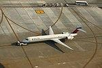 Delta N962DN McDonnell-Douglas MD90 (20861124758).jpg