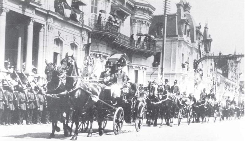 File:Desfile en la Alameda-Centenario Chile 1910.png