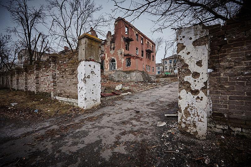 File:Destroyed building, Slovyansk (16801154088).jpg