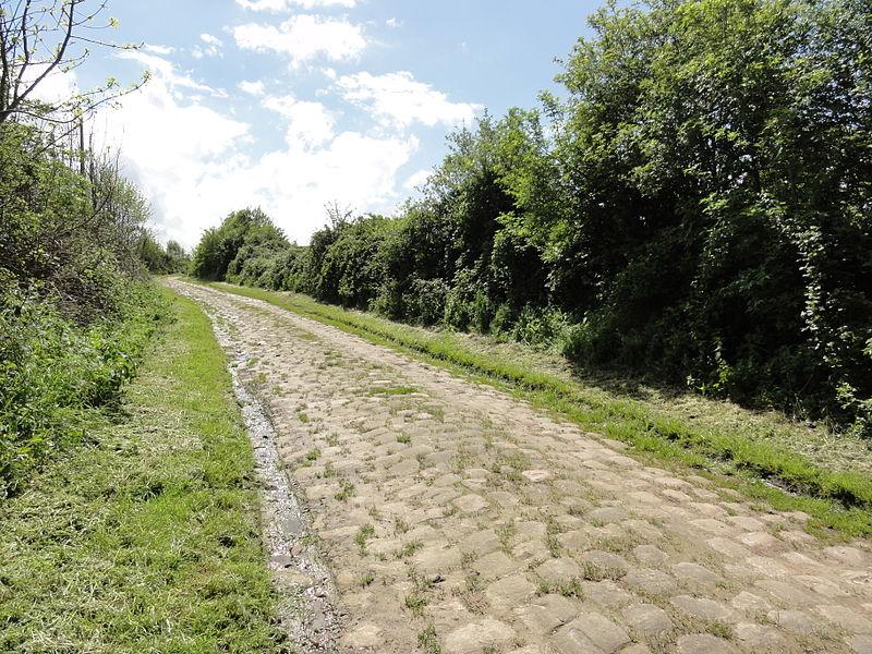 Deuillet (Aisne) chemin pavé