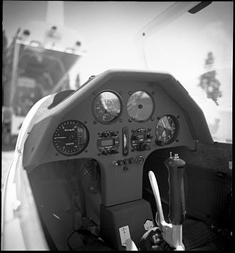 Schempp-Hirth Discus - Instrument panel in a Discus CS.