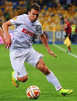 Hugo Campagnaro - Campagnaro in action for Inter against Dnipro Dnipropetrovsk.