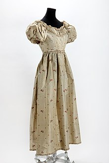60f6a995244 Early 19th century dress.
