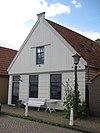 foto van Houten huis met puntvormig voorschot. Huidig aspect 19e/20e-eeuws, constructie ouder