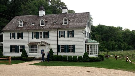 A winery and tasting room in a 1690 farmhouse near Stony Brook, New York East Farm farmhouse, Head of the Harbor.jpg