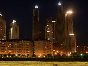 Edificios de Puerto Madero de noche