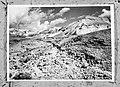 Een groep te voet op weg naar de hooggelegen vesting Massada, Bestanddeelnr 255-2728.jpg