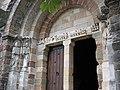 Eglise de Thines (Ardèche 07) - Porte et fronton.jpg