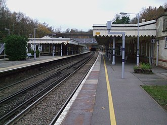 Elmstead Woods railway station - Image: Elmstead Woods stn slow look north 2