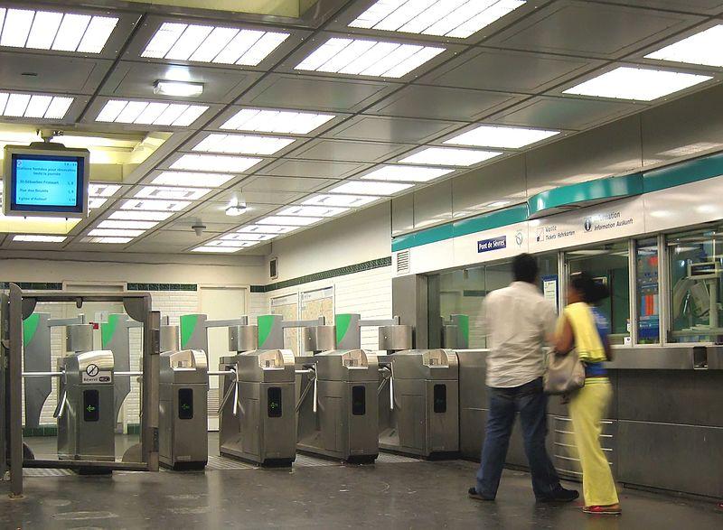 File:Entree-station-pont-de-sevr.jpg