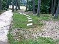 Erveld Loenen Rij liggende grafstenen.JPG