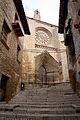 Escales cap a l'esglèsia de Santa Maria la Mayor a Vall de Roures.jpg