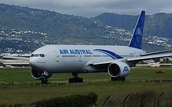 F-ORUN - 777-200ER - Air Austral - RUN - Vol UU274 Taxiing sur 12 - 02140.jpg