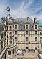 Facade of the Chambord Castle 05.jpg