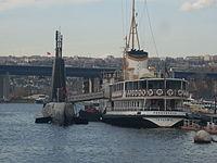 Fenerbahçe Vapuru & TCG Uluçalireis (S-338) denizaltısı (Rahmi M. Koç Müzesi) - Mart 2013.JPG